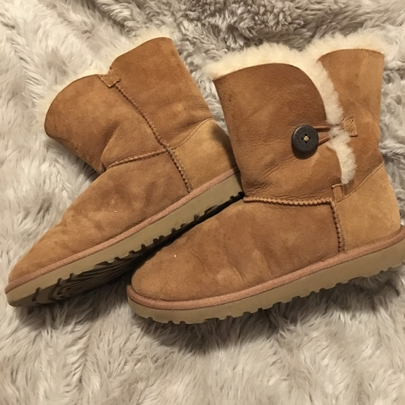1249c7cd267 Ugg Bailey Button I in Chestnut Size 6.5